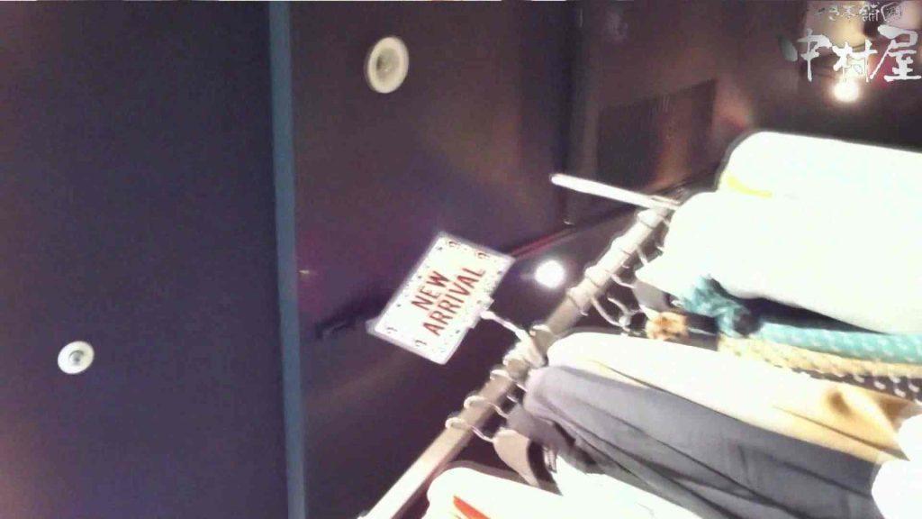 vol.64 美人アパレル胸チラ&パンチラ パッチリした目がカワイイおねーさん! 接写 | 胸チラ  93連発